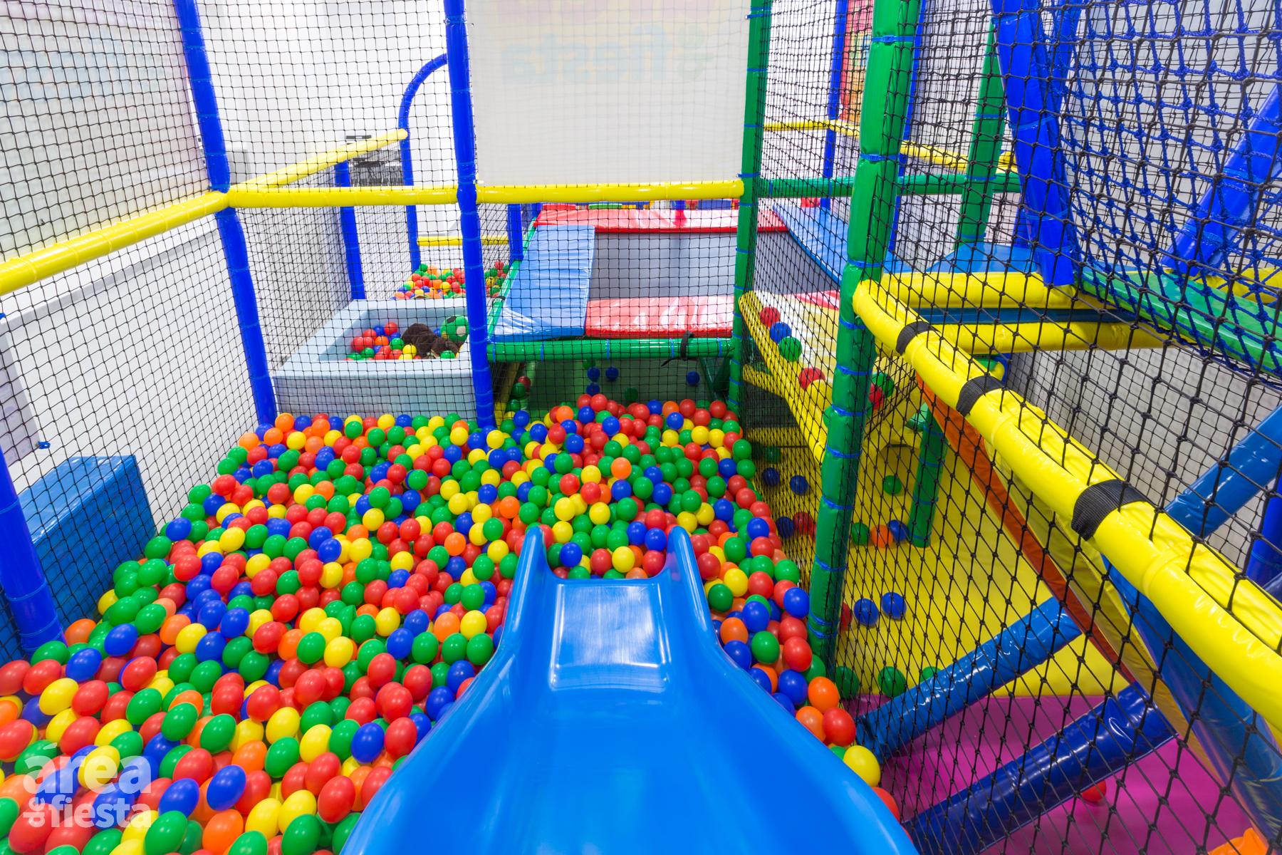 Nueva sala privada para fiestas infantiles en alcorc n for Piscinas de bolas para bebes